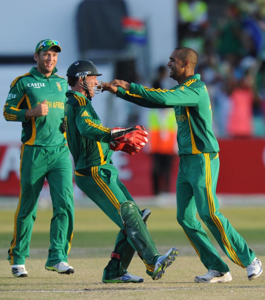 Peterson to replace Phangiso
