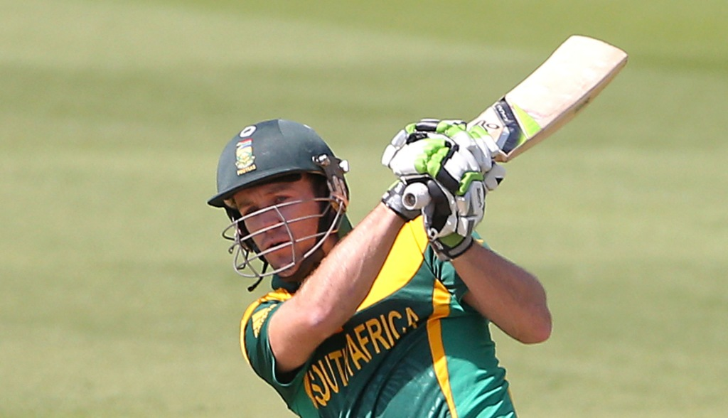 De Villiers hits fifty in no result