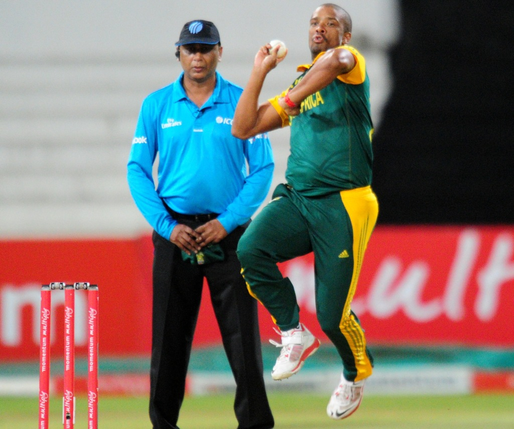 Domingo defends Philander selection