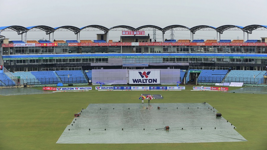 Rain forces draw in first Test