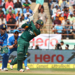 De Kock shines as SA struggle