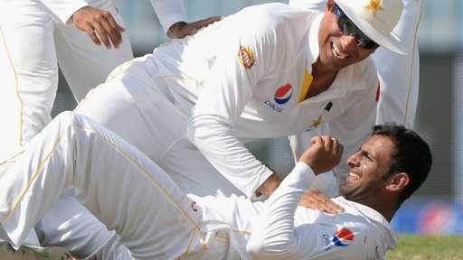 Pakistan crush England to win series