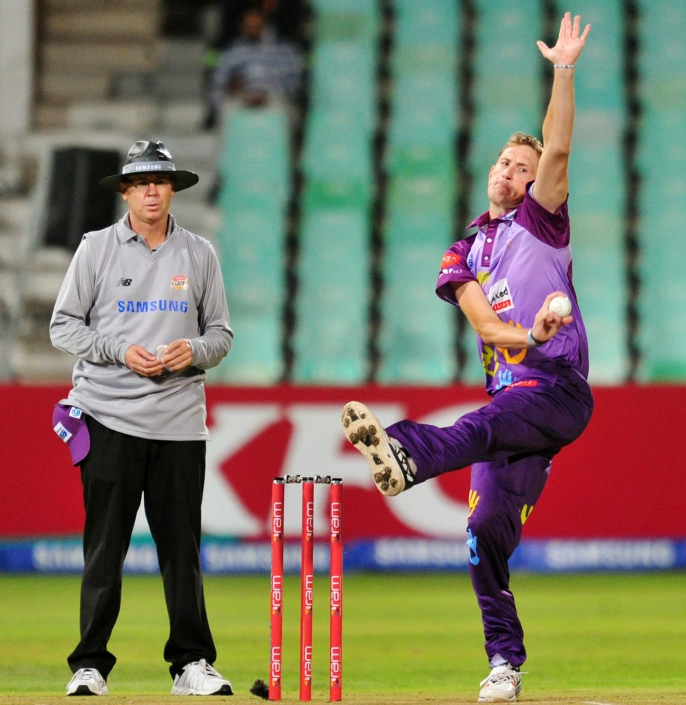 Morris bowls Titans to the top