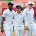 De Villiers leads as SA bat
