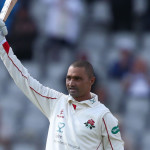 Petersen helps Lancs go top