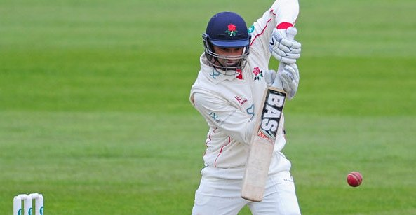 Petersen hits form for Lancs