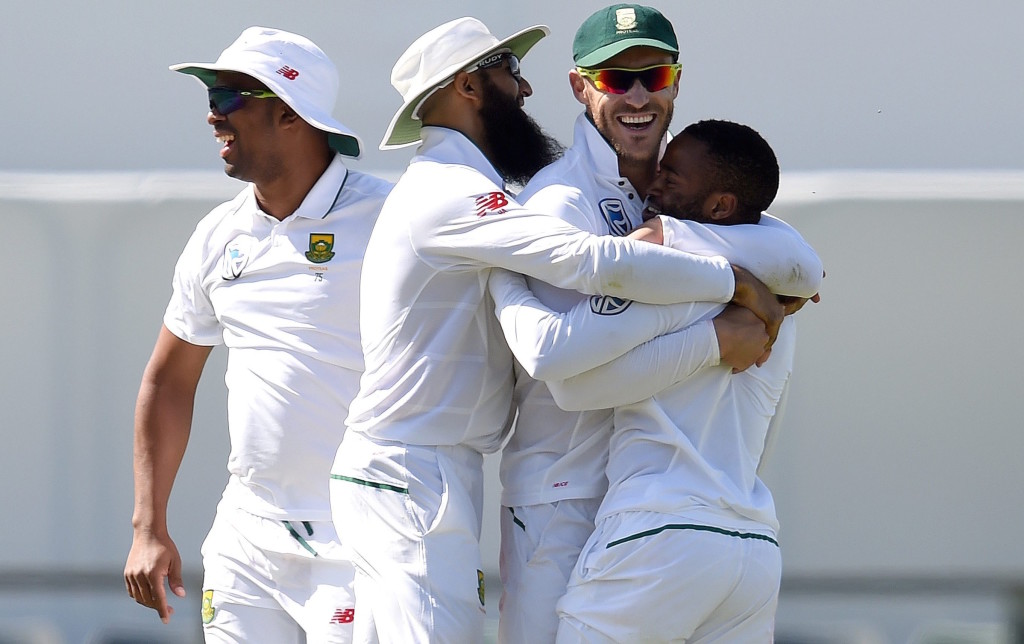 Twitter reacts to Faf ball-tampering
