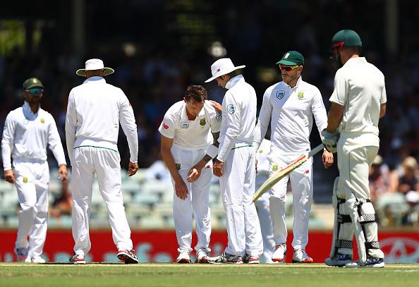 Proteas strike, Steyn injured