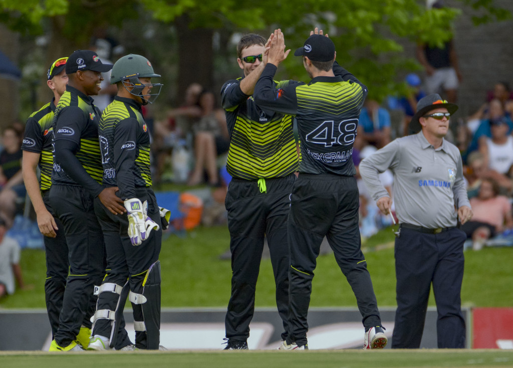 Bowlers trounce Knights