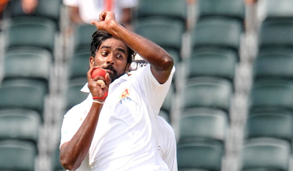 Proteas battle to 398-8 at lunch
