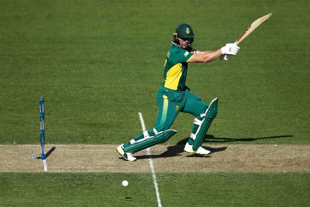 AB fastest to 9 000 as Proteas post 271-8