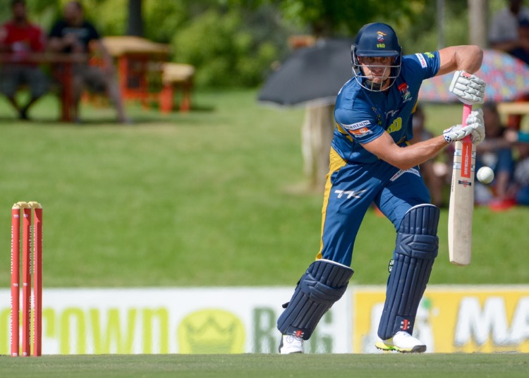 De Bruyn ton steers Knights to victory