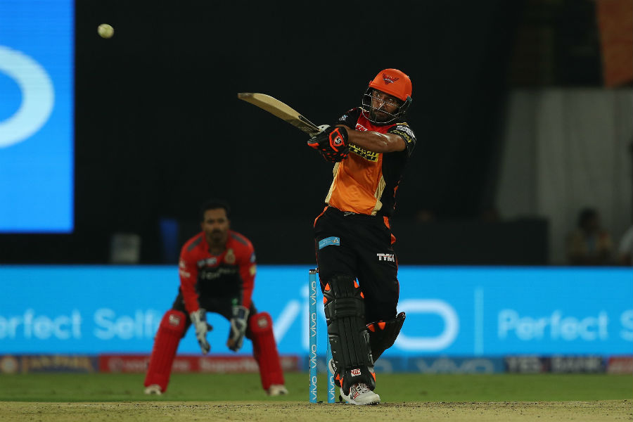 Sunrisers outmuscle RCB in opener