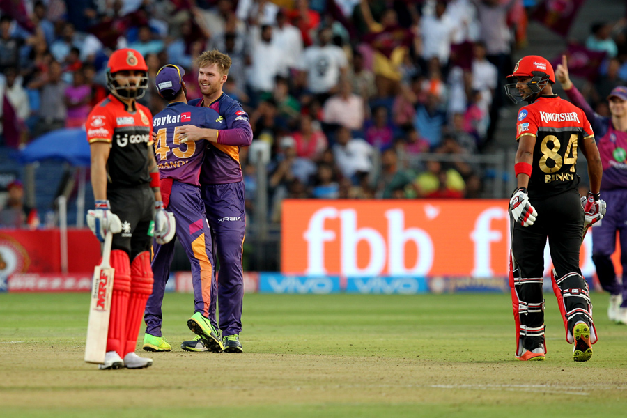 Tahir, Ferguson throttle RCB's playoff hopes