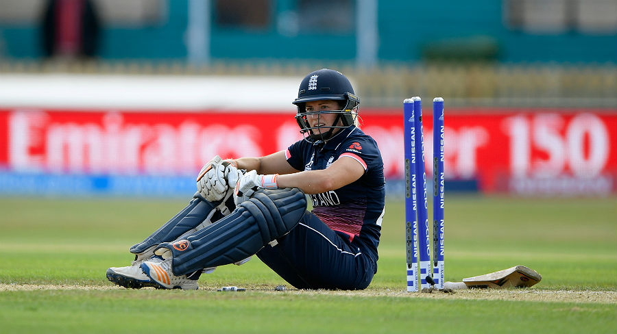 Hosts England fall to opening defeat