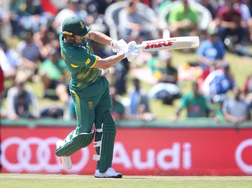 De Villiers blasts SA to 353