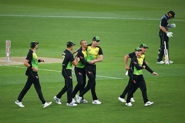 Aussies cruise to tri-series title