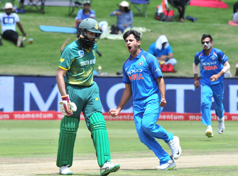 India squeeze brittle Proteas
