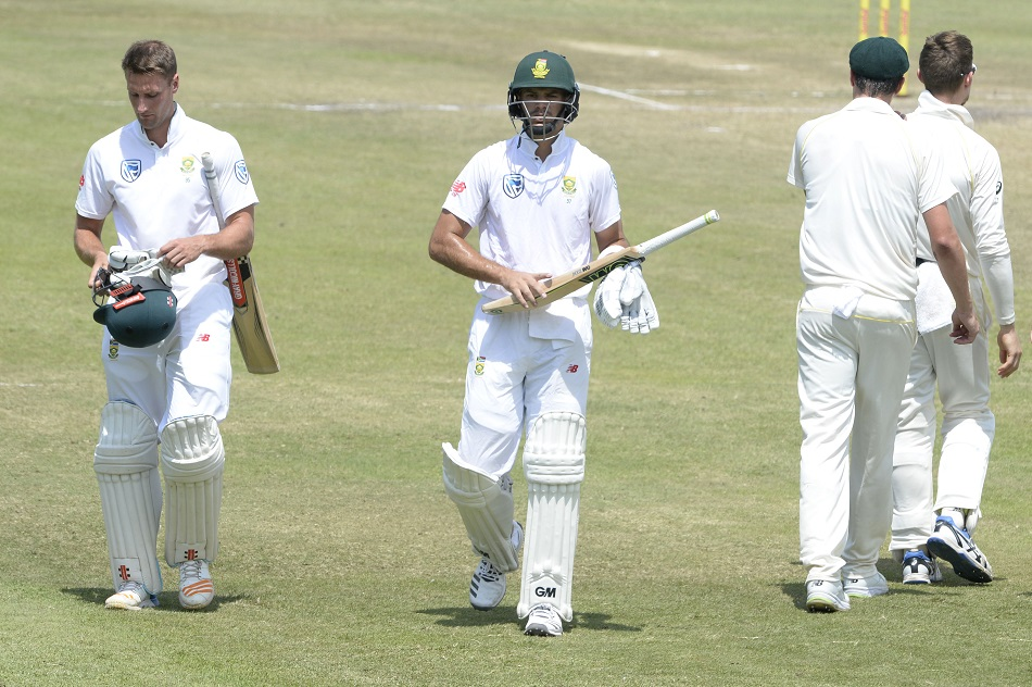 Proteas delay likely defeat