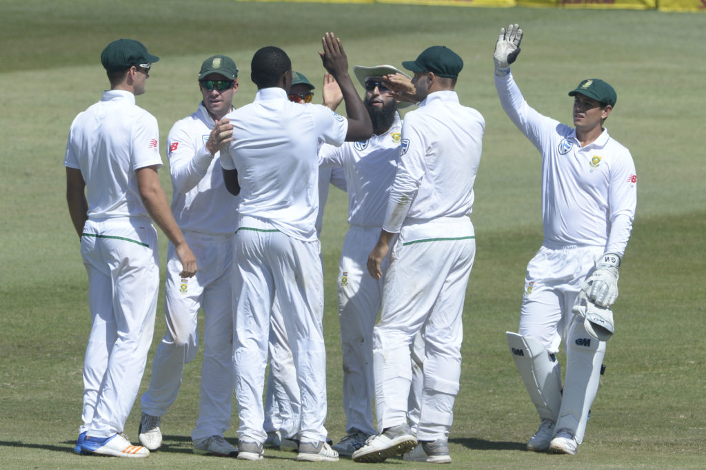 LIVE: Aussies on the brink