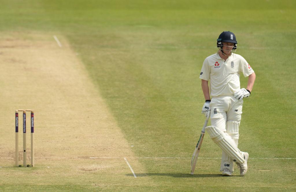 Pakistan punish England by nine wickets