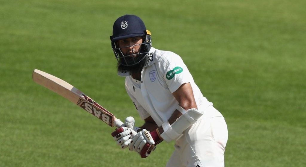 Amla fights to the last