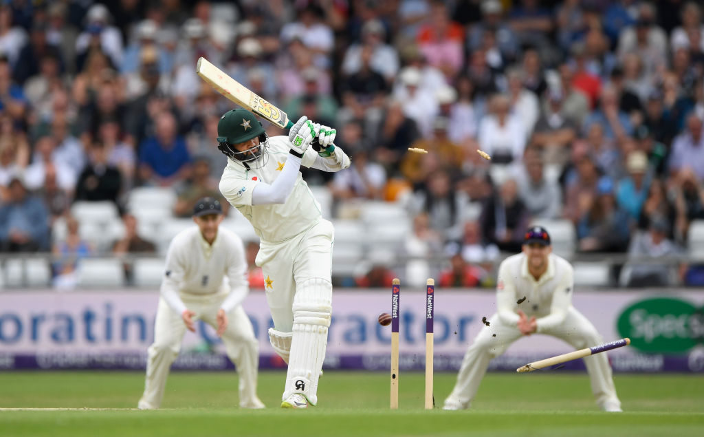 Rampant England roll Pakistan to square series