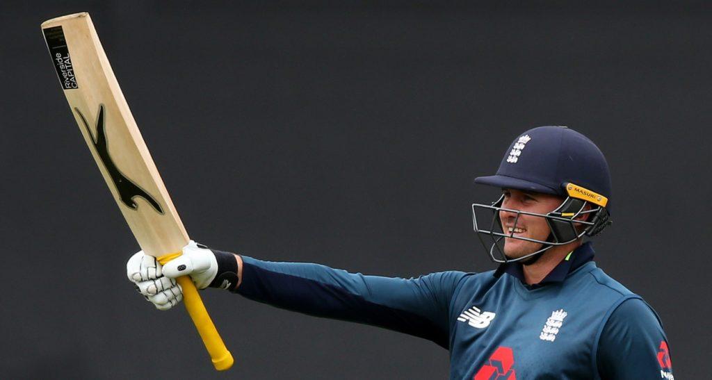 England pile pressure on Aussies