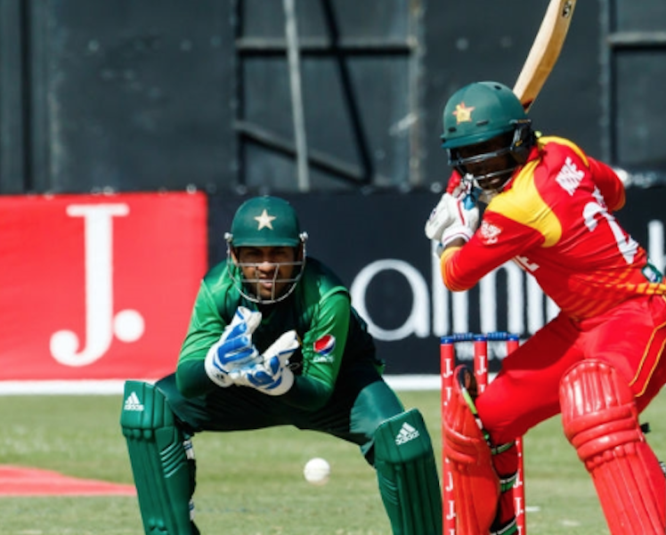 Zim push Pakistan to the last over