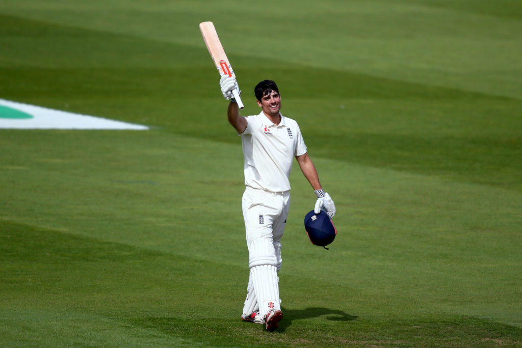 Cook falls as England lead passes 400