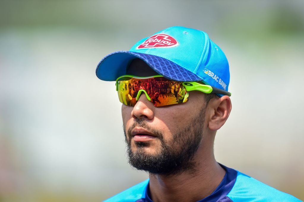 I won't be distracted by politics - Mortaza