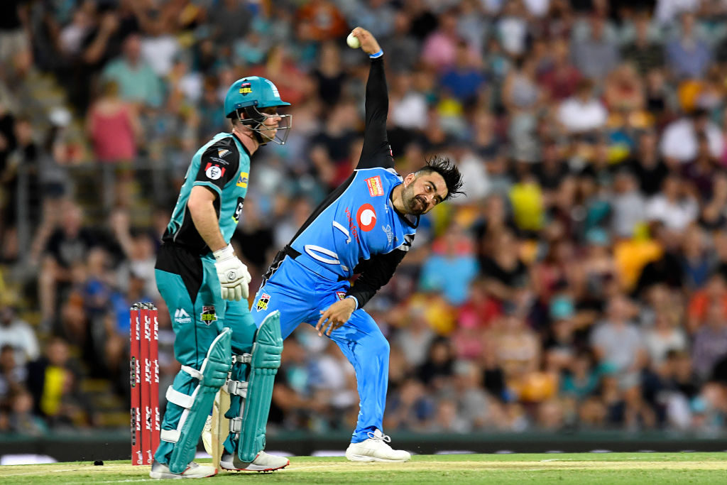 Strikers stroll to 5-wicket victory over Heat