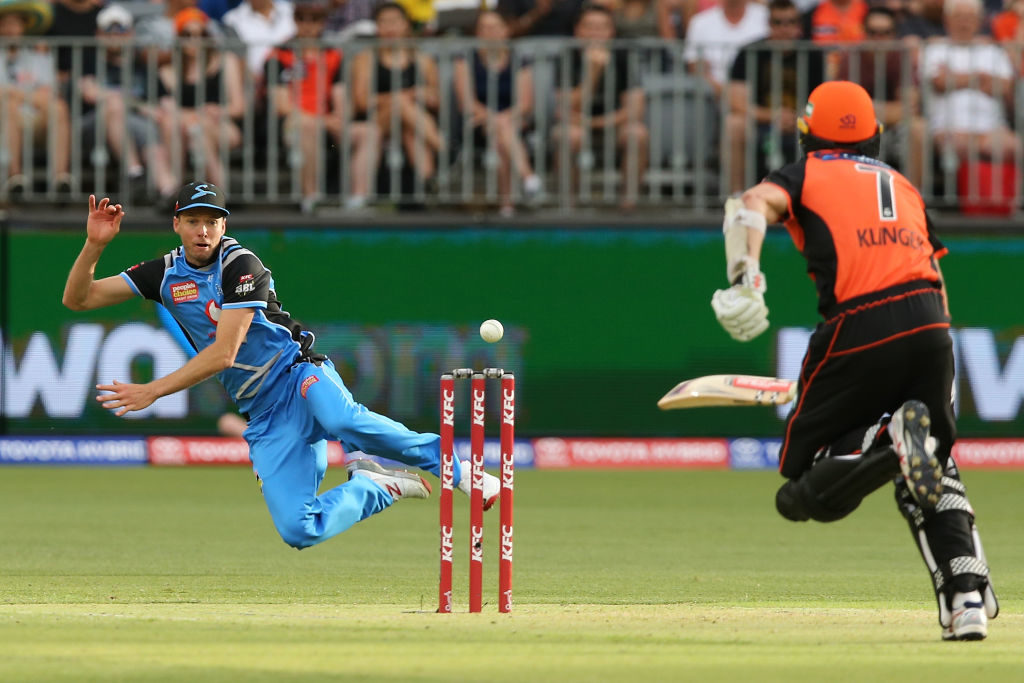 Scorchers crush Strikers by seven wickets